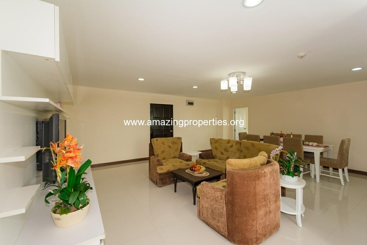 3 bedroom apartment in Charming Resident Ekkamai for Rent