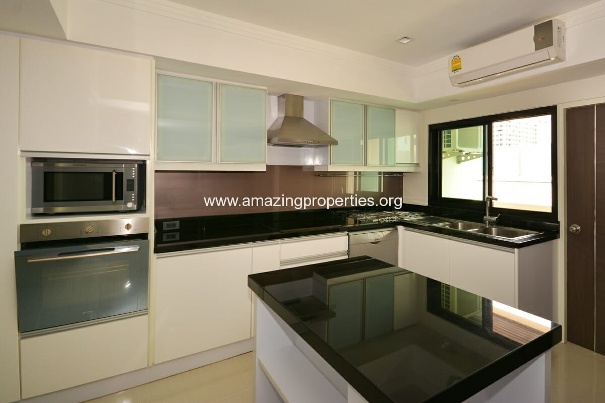 4 bedroom Apartment Phirom Garden