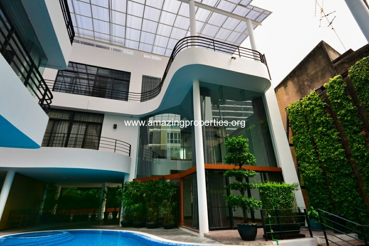 Phrom Phong 3 bedroom House in Compound