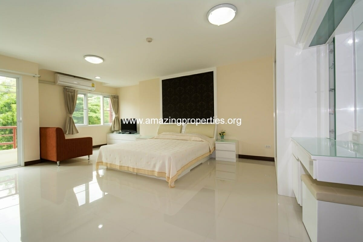 Charming Resident Ekkamai Studio for Rent