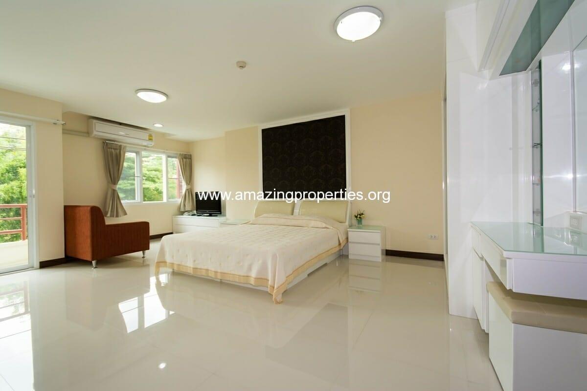 Charming Resident Ekkamai Studio for Rent