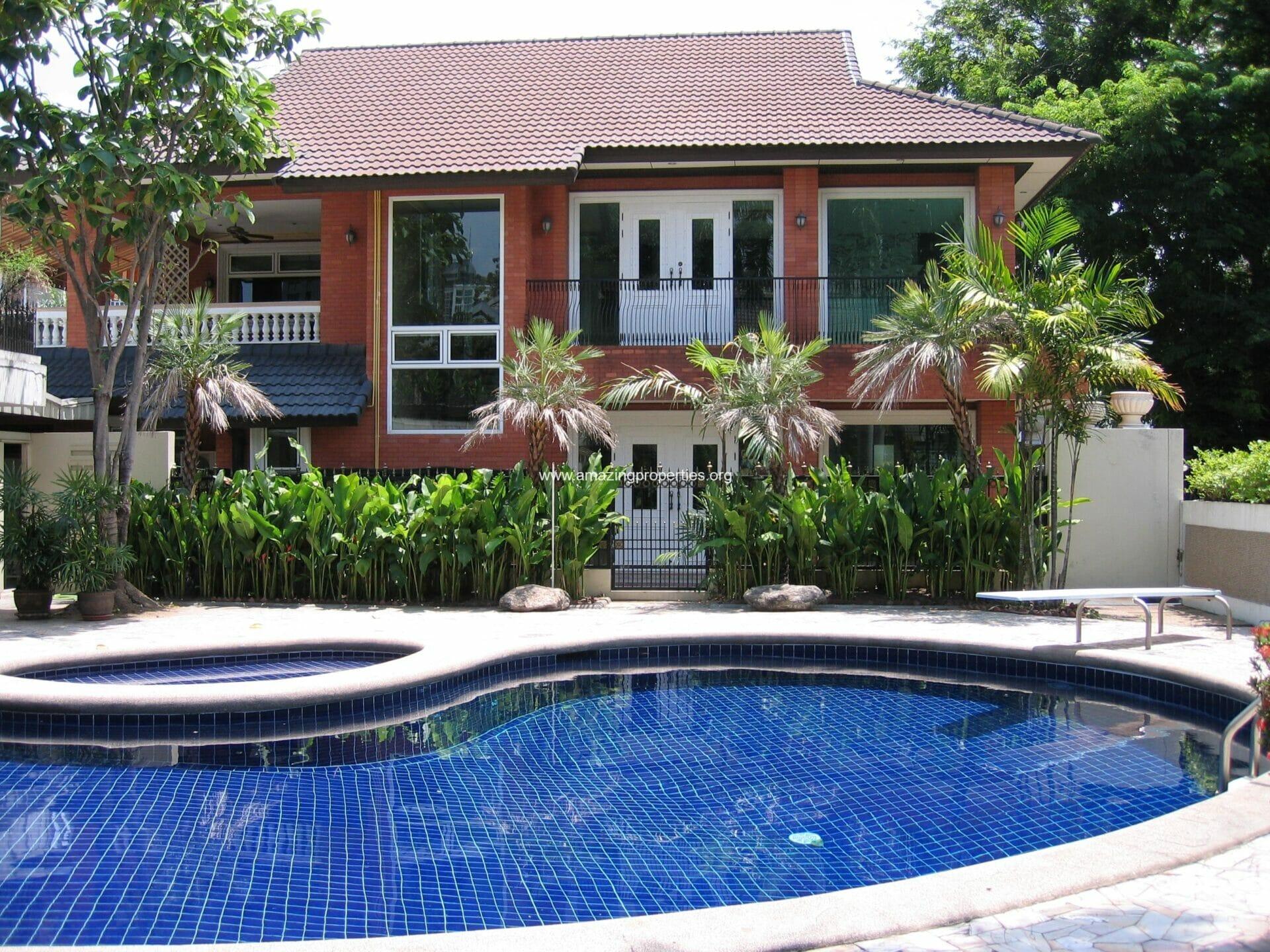 Ekkamai House