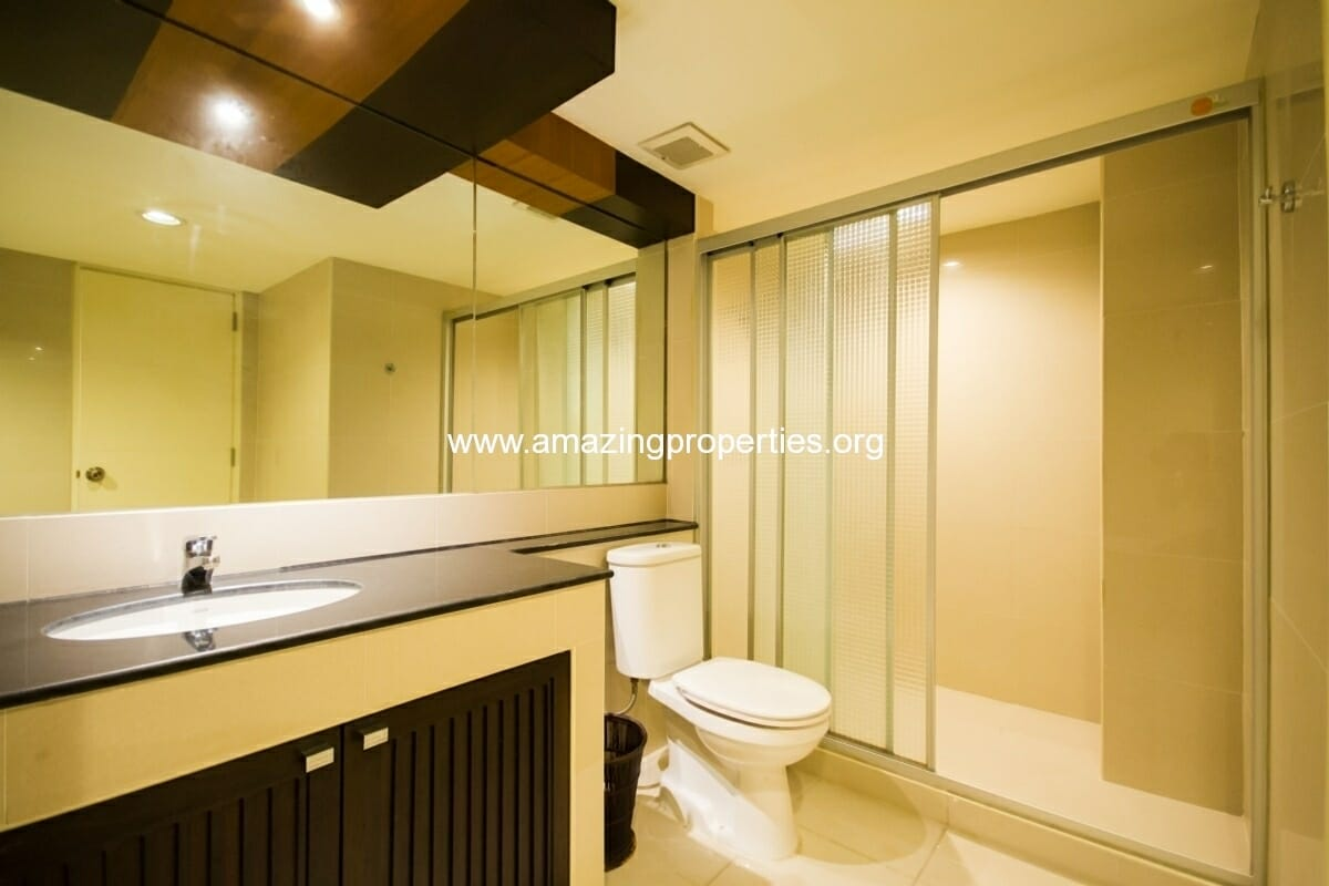 GardenGrove Suites 2 Bedroom Apartment Asoke-11