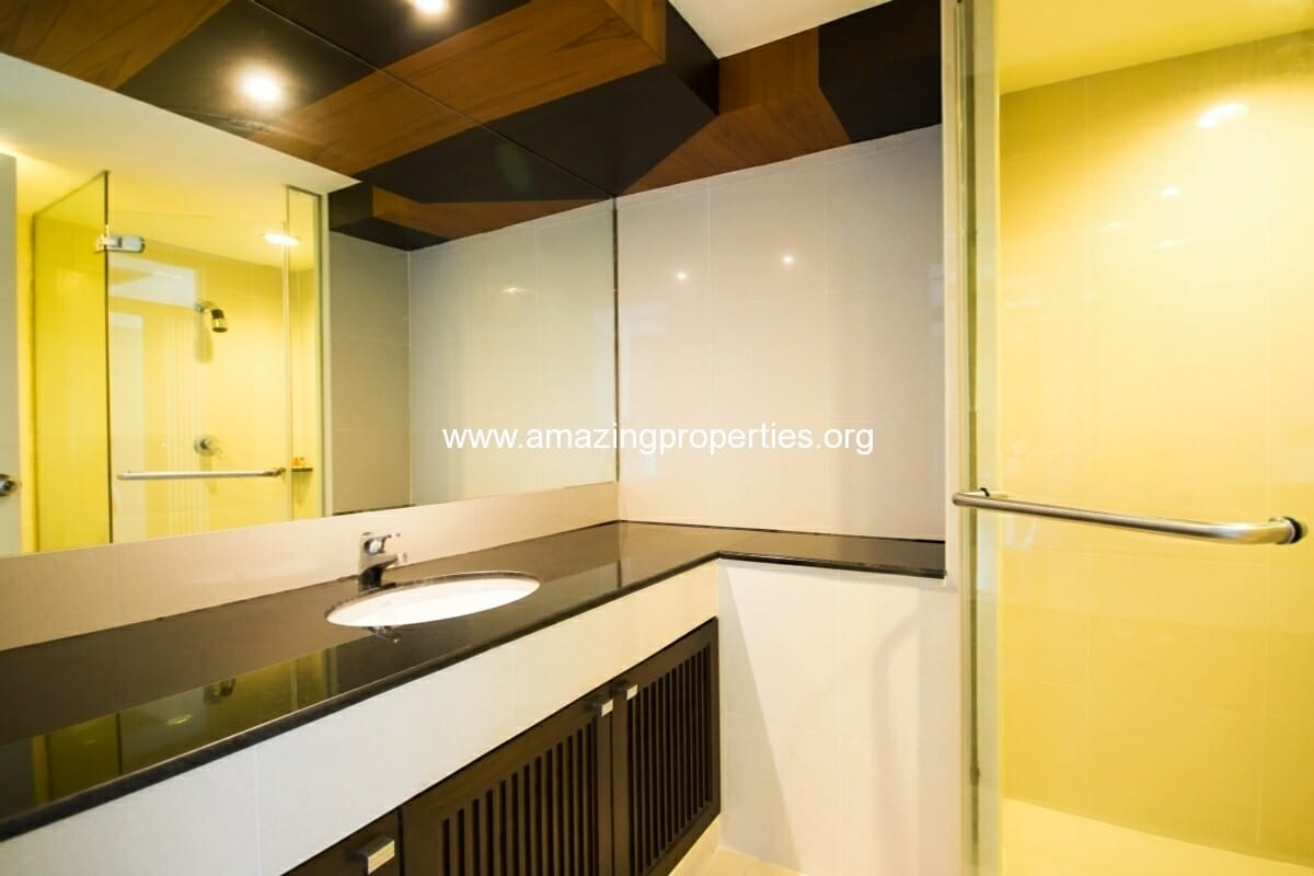 GardenGrove Suites 2 Bedroom Apartment Asoke-8