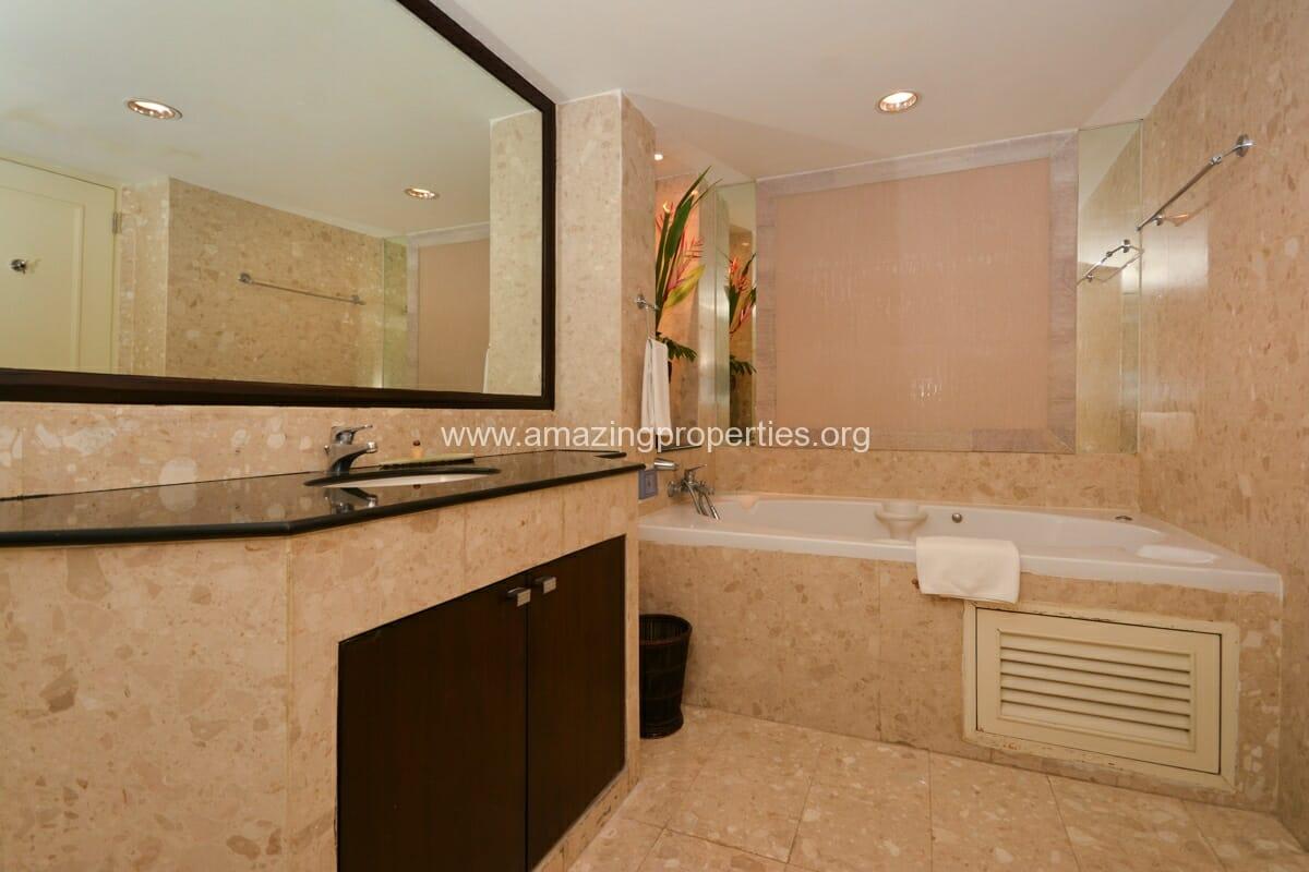 GardenGrove Suites 3 Bedroom Apartment Asoke-5