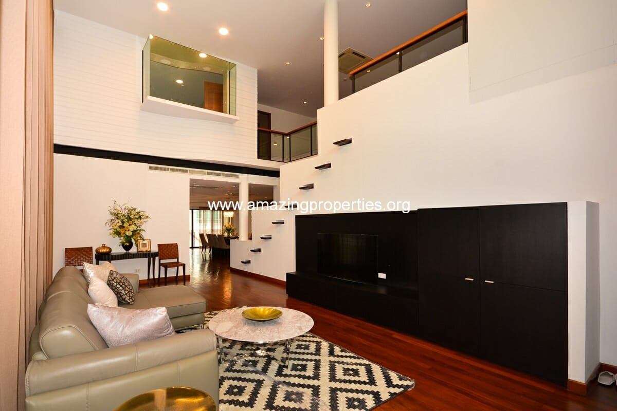 Phrom Phong 4 bedroom Apartment