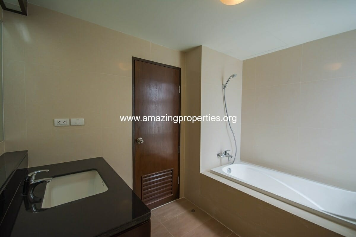 yo-place-2-bedroom-apartment-asoke-8