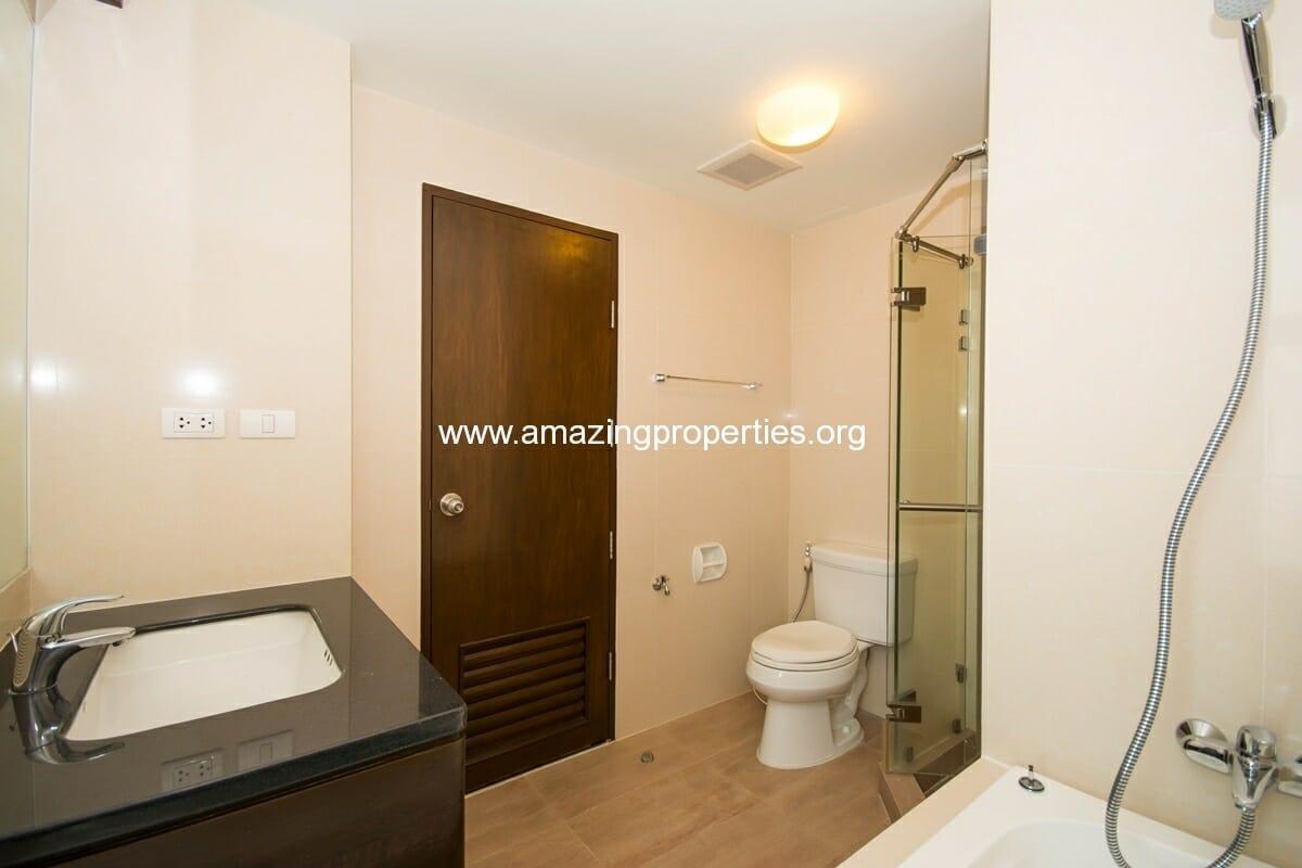 yo-place-3-bedroom-apartment-in-asoke-8