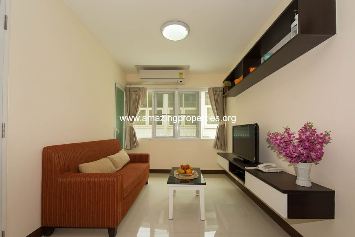 charming-resident-2-bedroom-apartment-ekkamai-2