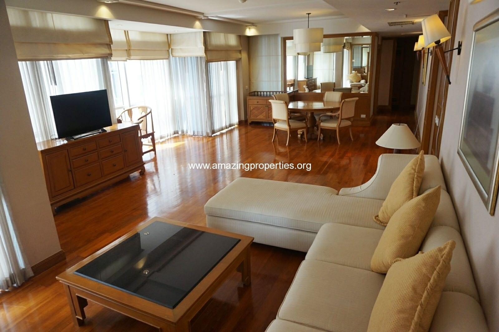 2 bedroom condo in Langsuan Ville