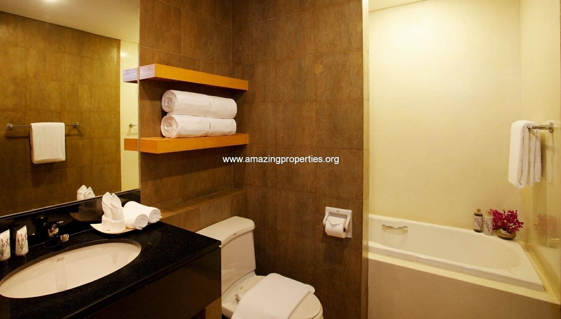Ekkamai Gardens 3 bedroom bathroom 1