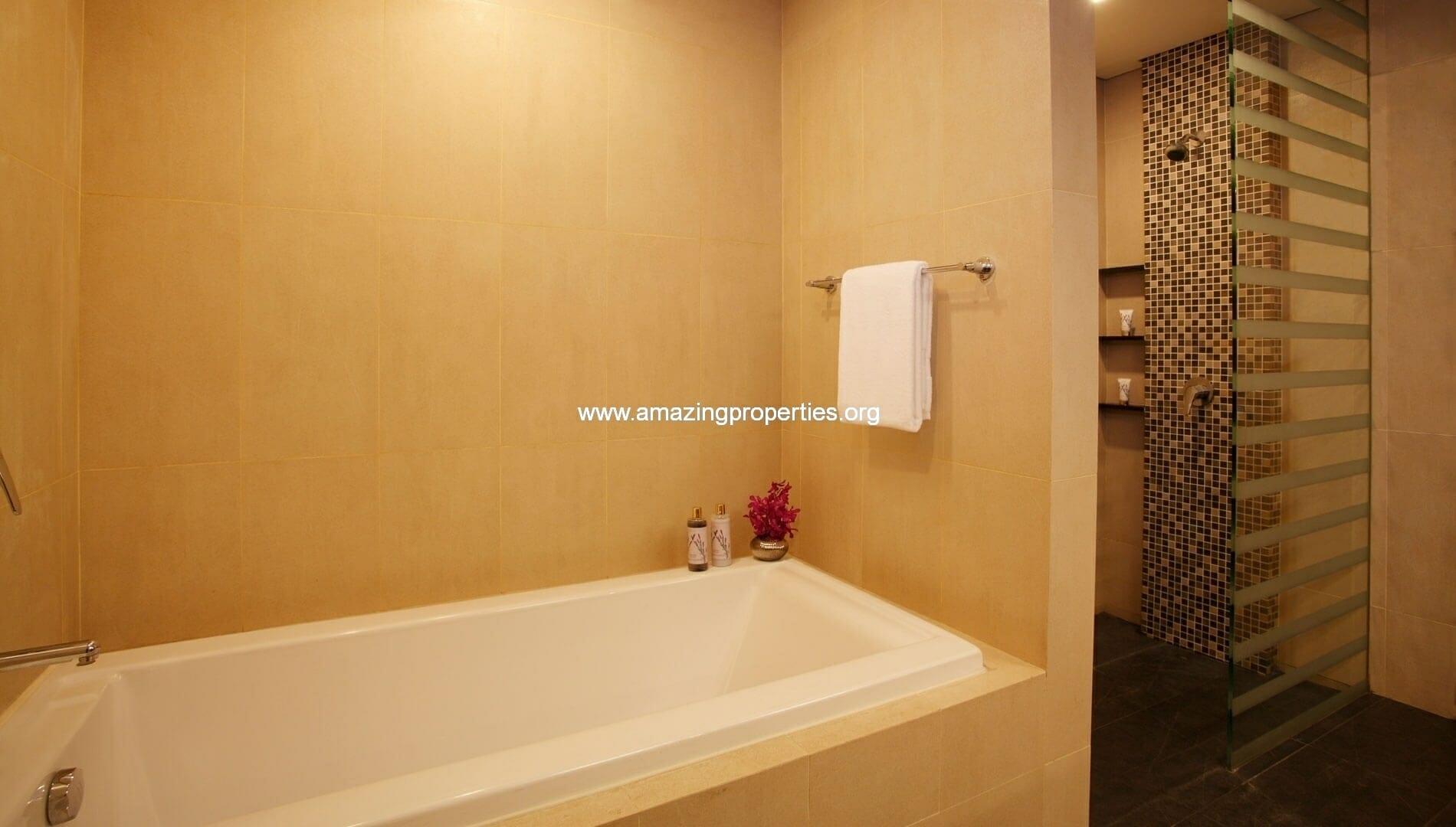 Ekkamai Gardens 3 bedroom bathroom 2