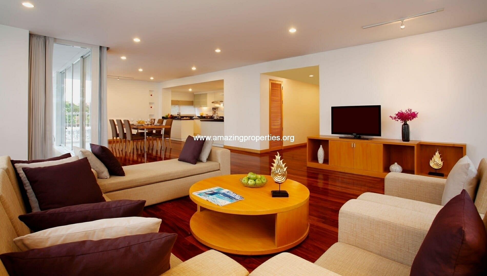 Ekkamai Gardens 3 bedroom livingroom