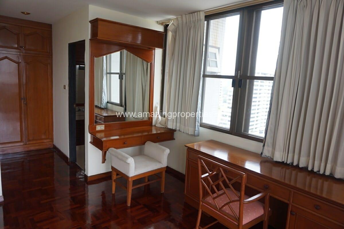 4 Bedroom Apartment Sriratana Mansion-15