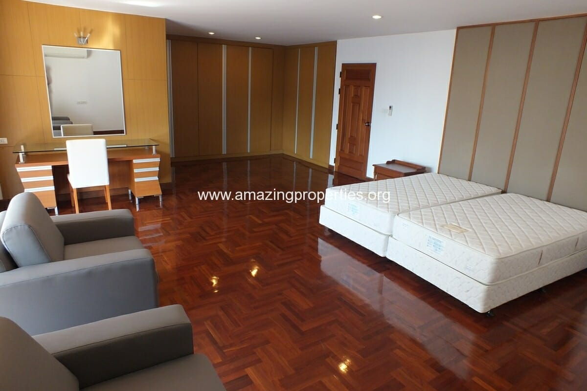 3 bedroom Apartment Dera Mansion