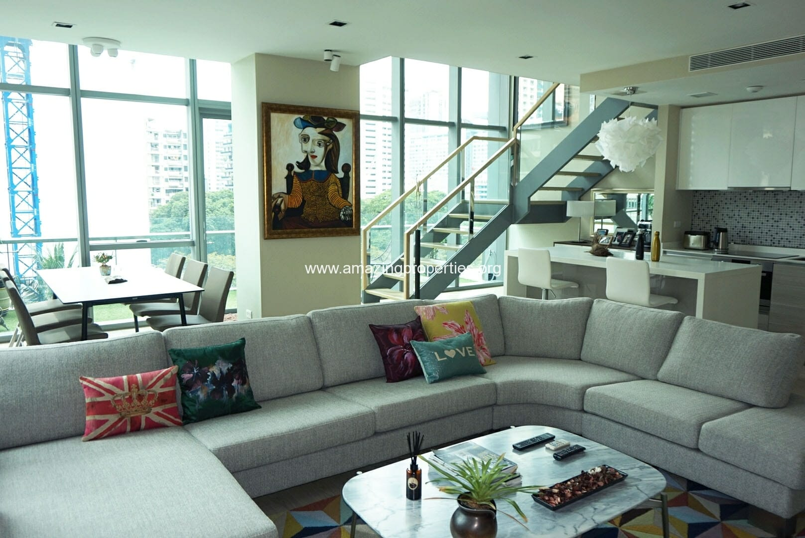 Duplex 2 bedroom Condo The Room Sukhumvit 21