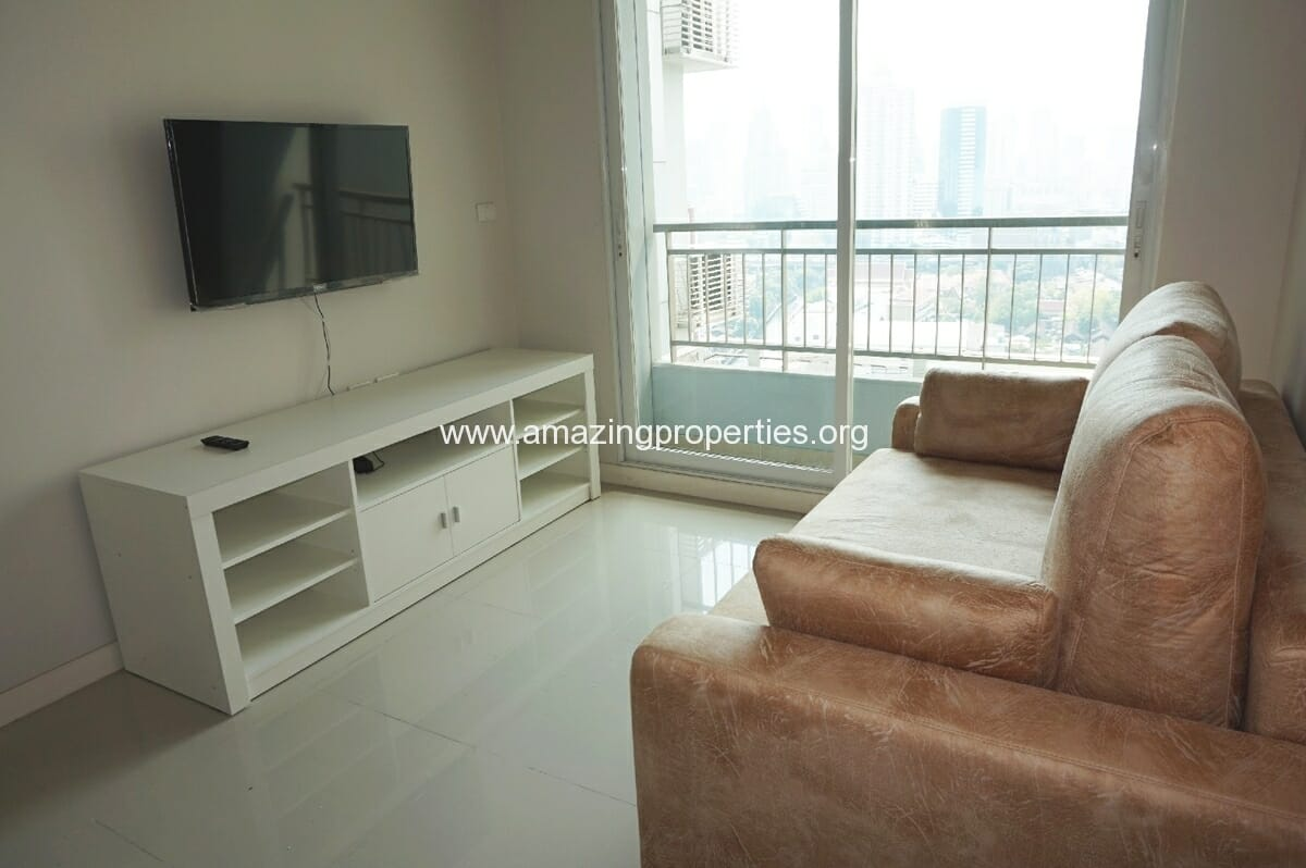 1 bedroom Circle Condominium