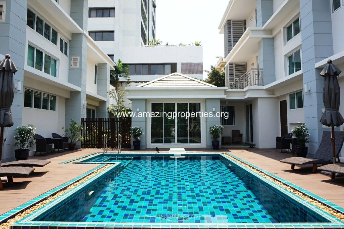 Phrom Phong 4 bedroom House in Compound for Rent