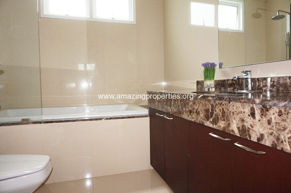 4 bedroom Penthouse Piyathip Place-11
