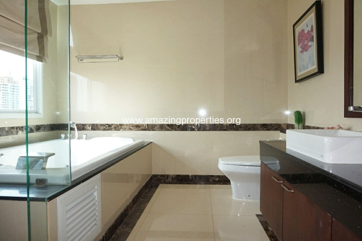 4 bedroom Penthouse Piyathip Place-17