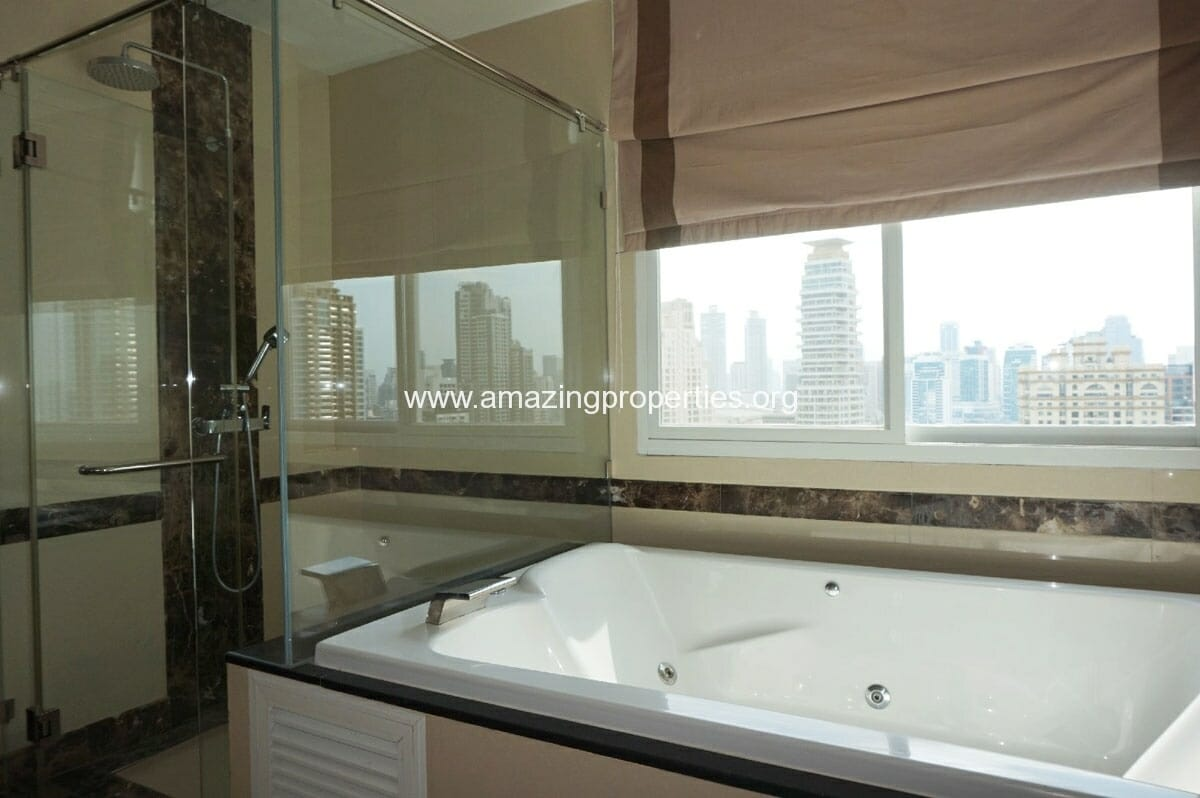 4 bedroom Penthouse Piyathip Place-18
