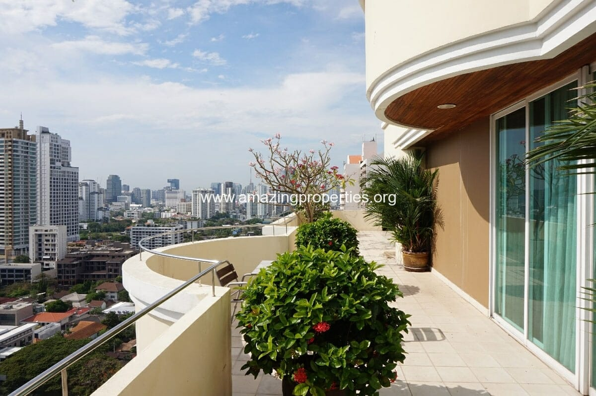 4 bedroom Penthouse Piyathip Place-20