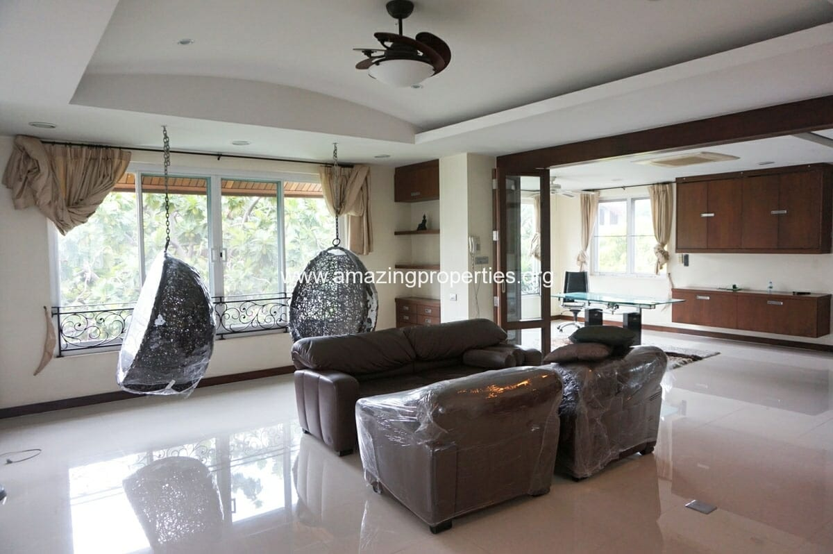 Single 4 bedroom house with private pool amazing properties for Four bedroom house with pool