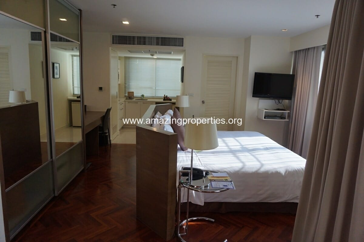 Studio Executive for Rent at Phachara Suites