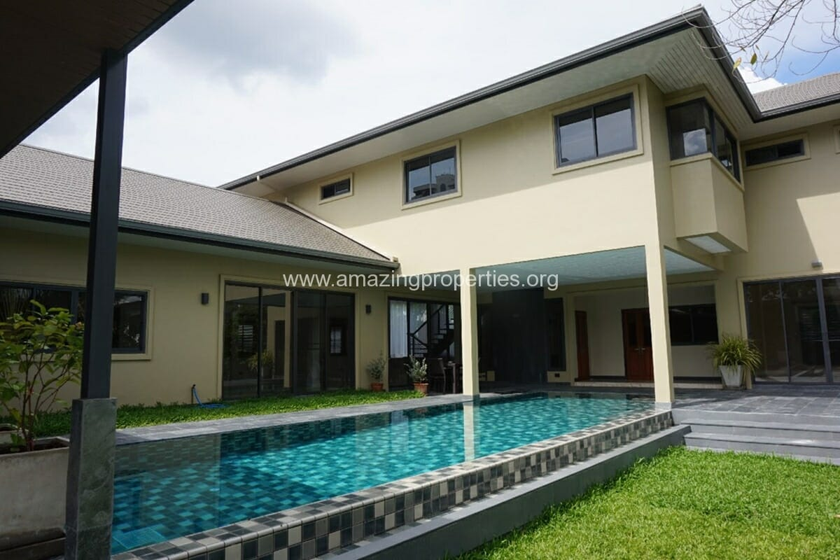 Phrom phong 5 bedroom house with pool amazing properties for Five bedroom house