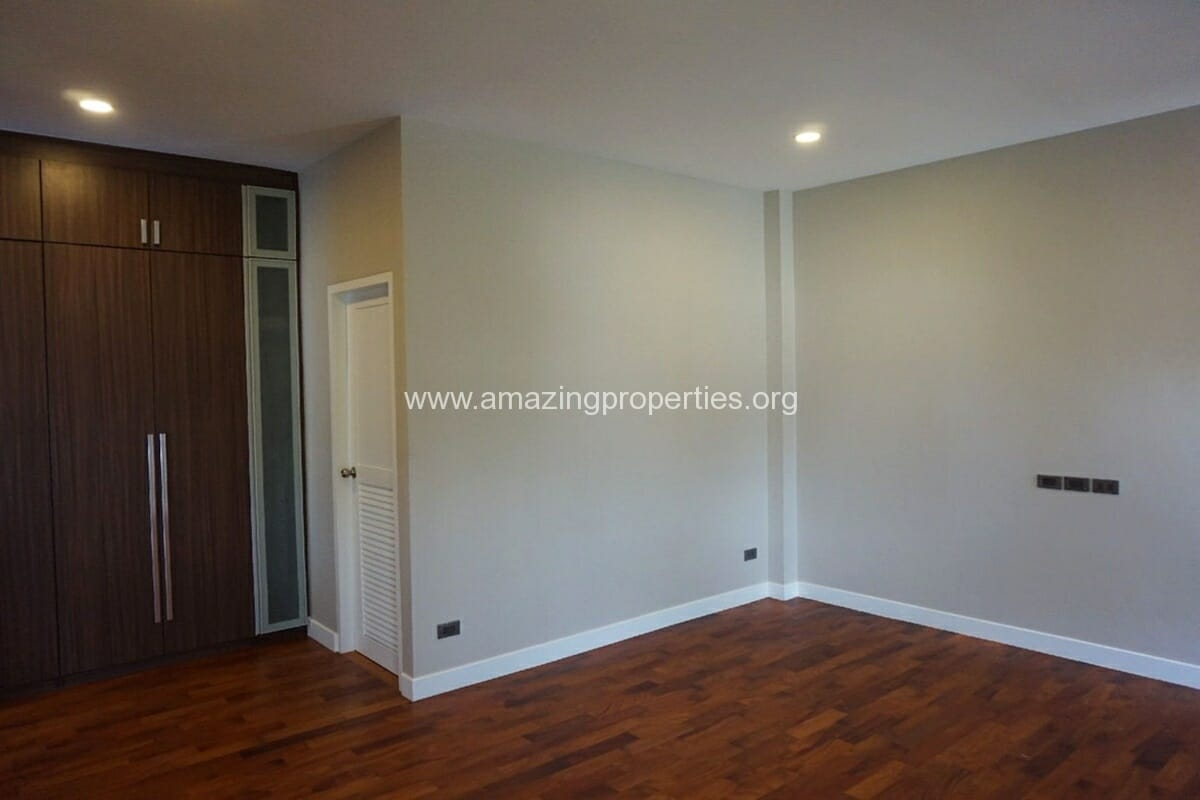 5 Bedroom House Phrom Phong-18