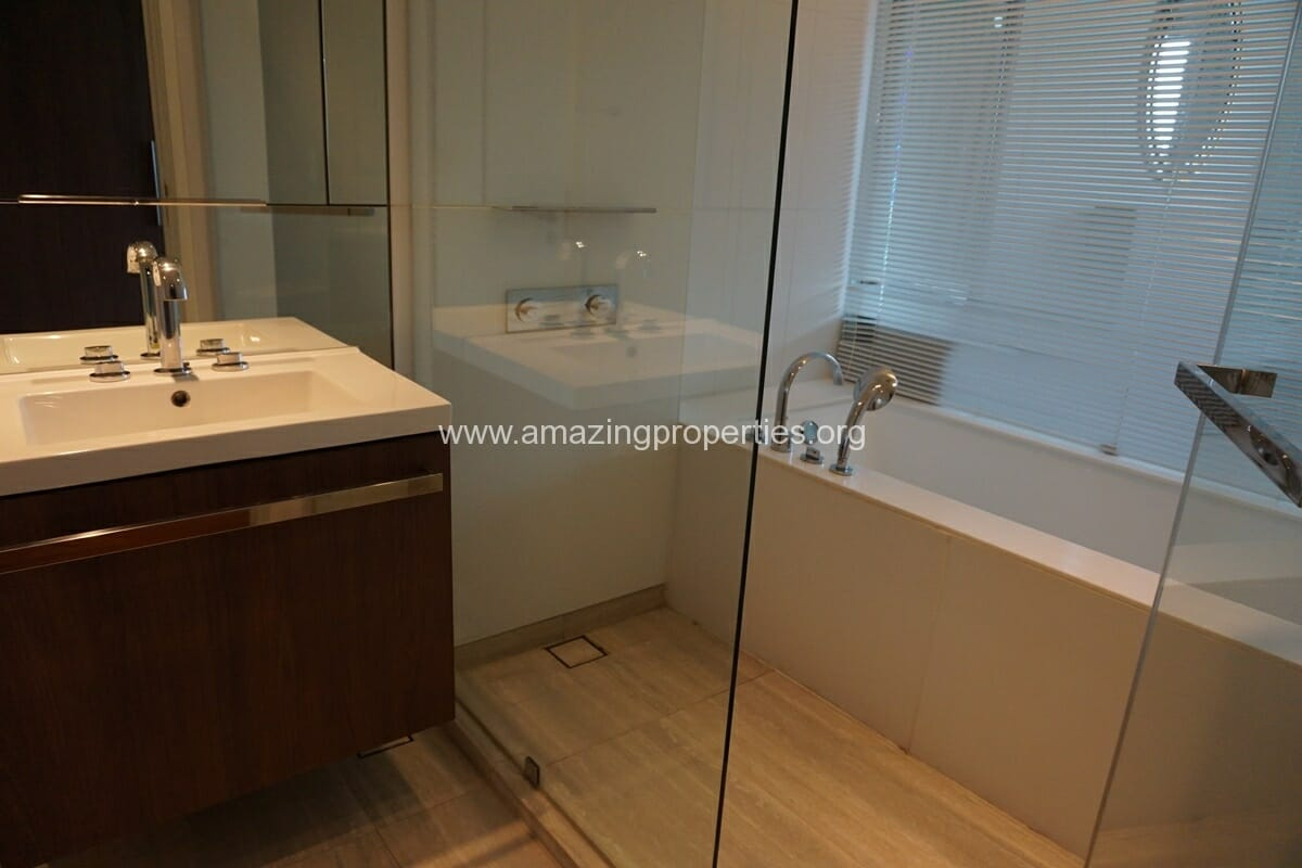 185 Rajdamri 2 bedroom condo for Rent (24)