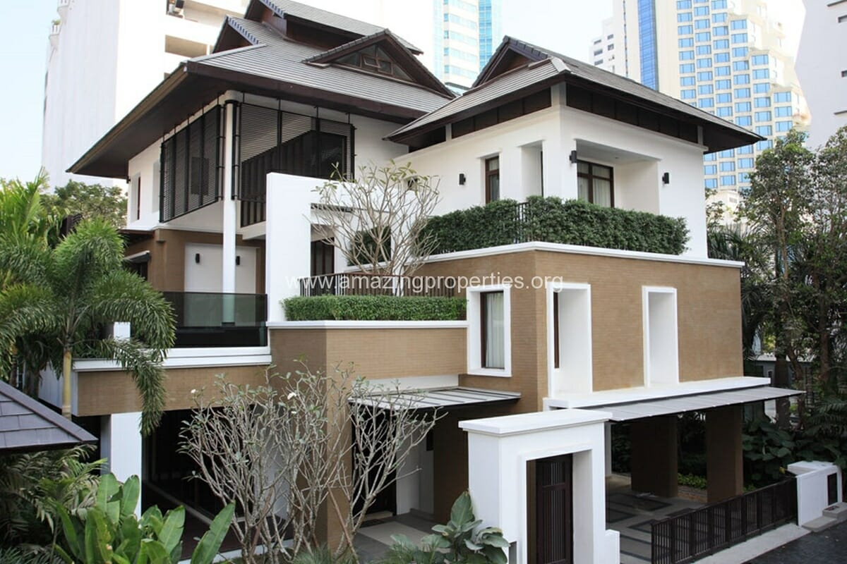 Contemporary Thai-style Single house in Compound