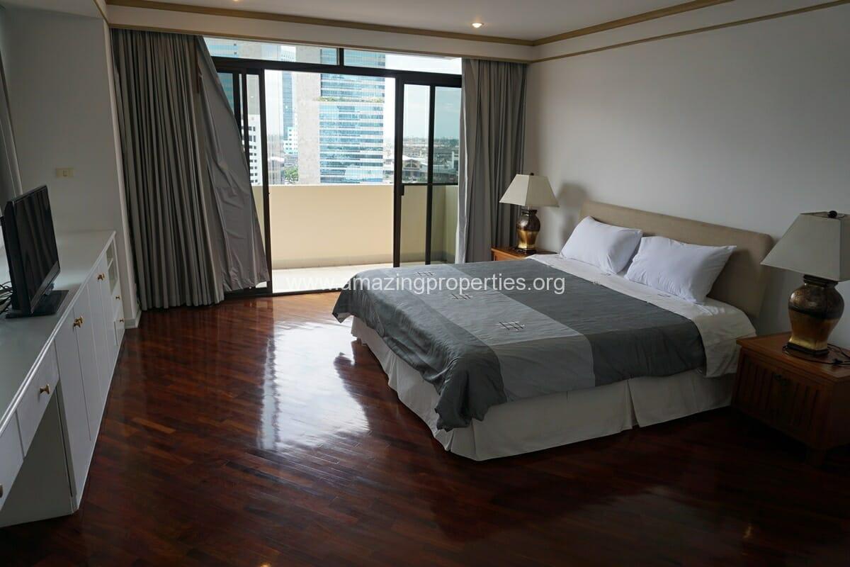4 Bedroom Condo Ruamsuk Condominium-14