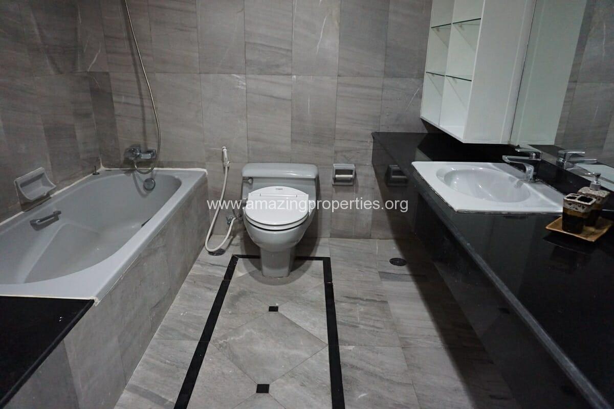 4 Bedroom Condo Ruamsuk Condominium-16