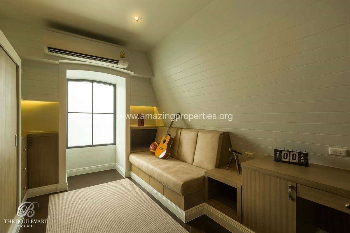 Ekkamai 4 Bedroom House for Sale-12