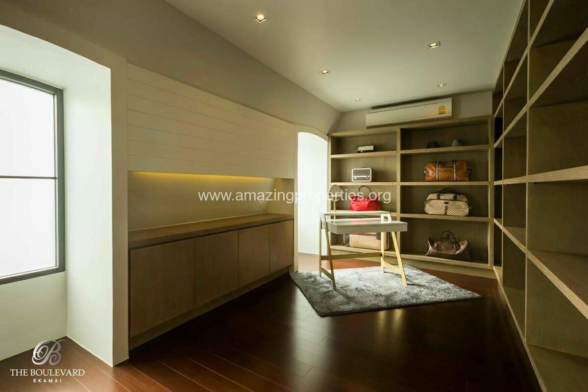 Ekkamai 4 Bedroom House for Sale-13