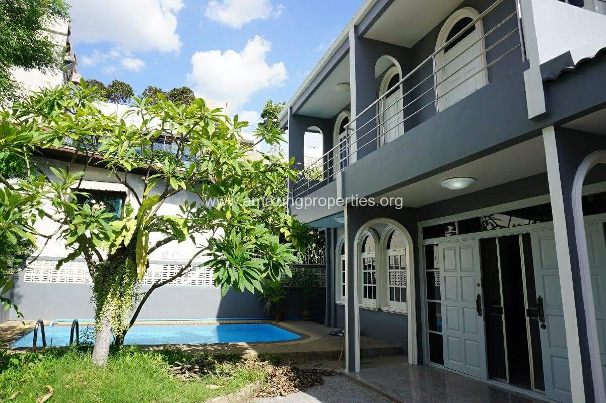 Phrom Phong House with private pool for Rent
