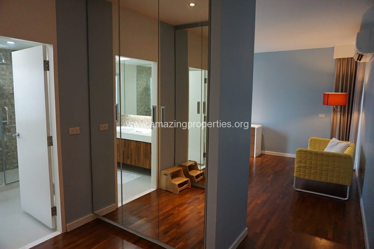 2 Bedroom Condo Noble House Ruamrudee-13