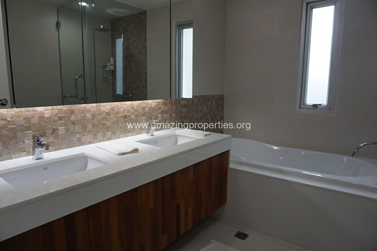 2 Bedroom Condo Noble House Ruamrudee-17