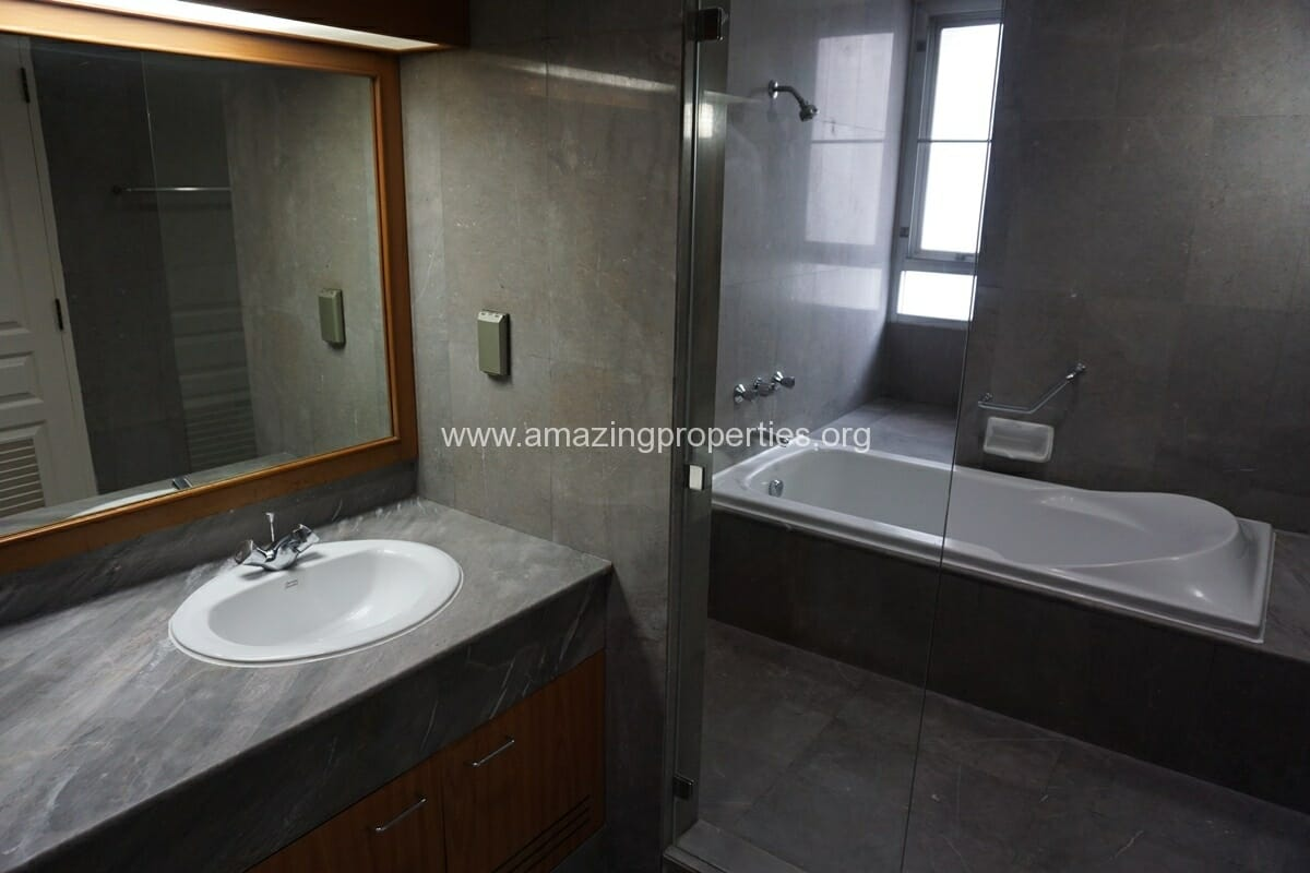 3 Bedroom Apartment Krungthep Thani Tower-11