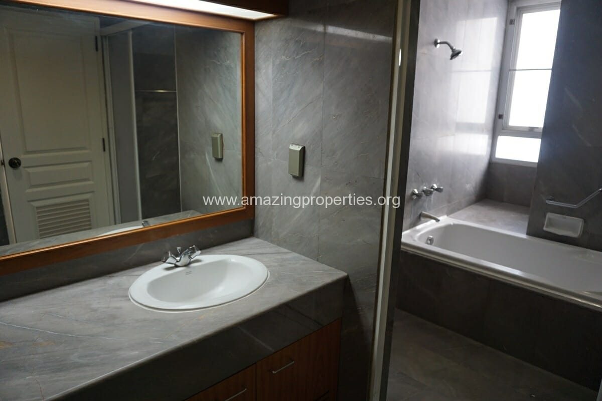 Krungthep Thani Tower 3 Bedroom Apartment -14
