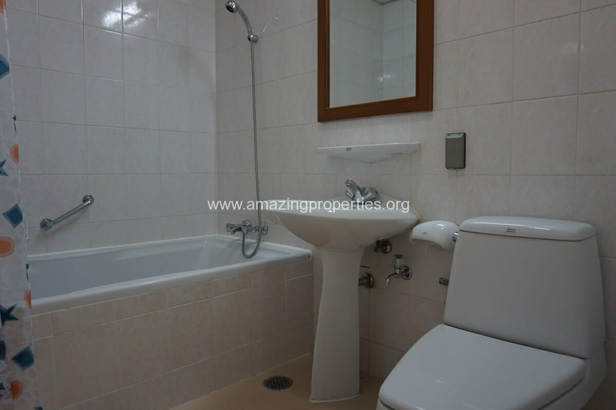 Krungthep Thani Tower 3 Bedroom Apartment -20