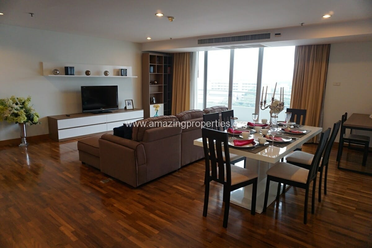 3 bedroom apartment Queens Park View