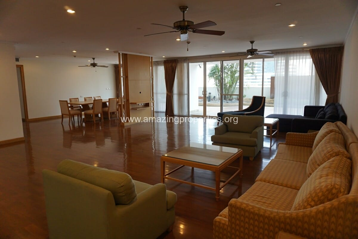 4 bedroom Apartment with large Terrace for Rent