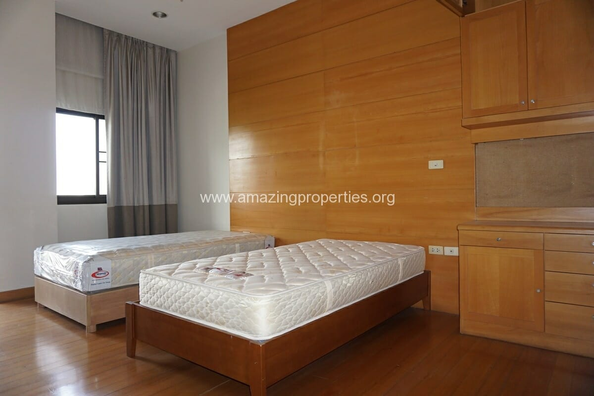 4 Bedroom Penthouse Baan Phansiri-12