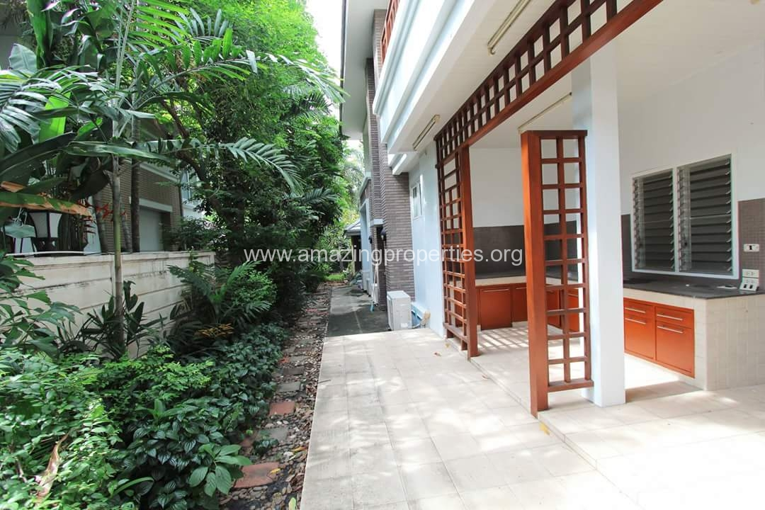 Thonglor 4 bedroom house with pool 4 amazing properties for Four bedroom house with pool