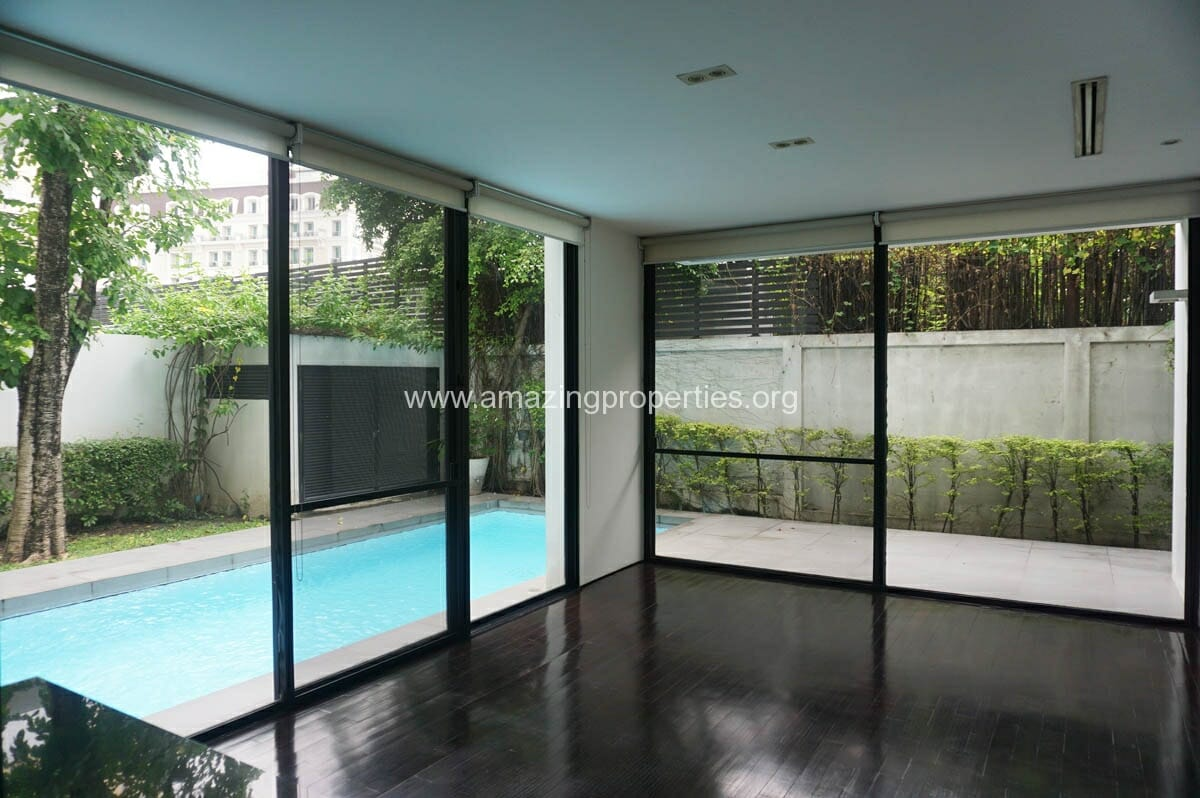 Thonglor 4 1 bedroom house amazing properties for Four bedroom house with pool