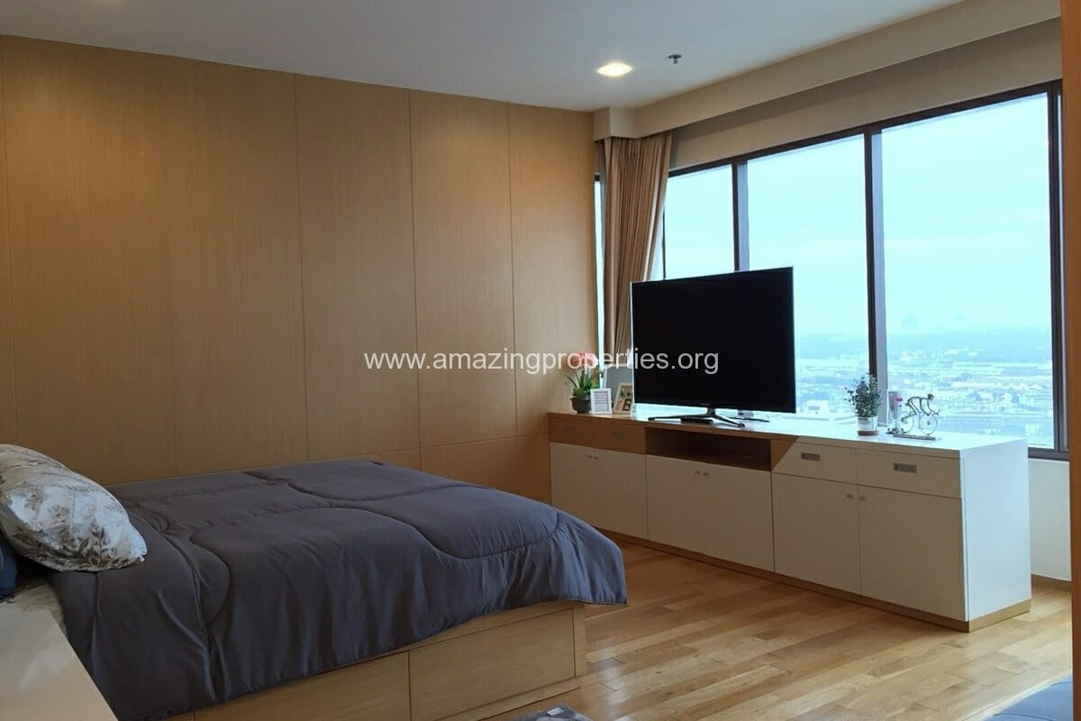 4 Bedroom Condo for Rent Emporio Place (10)