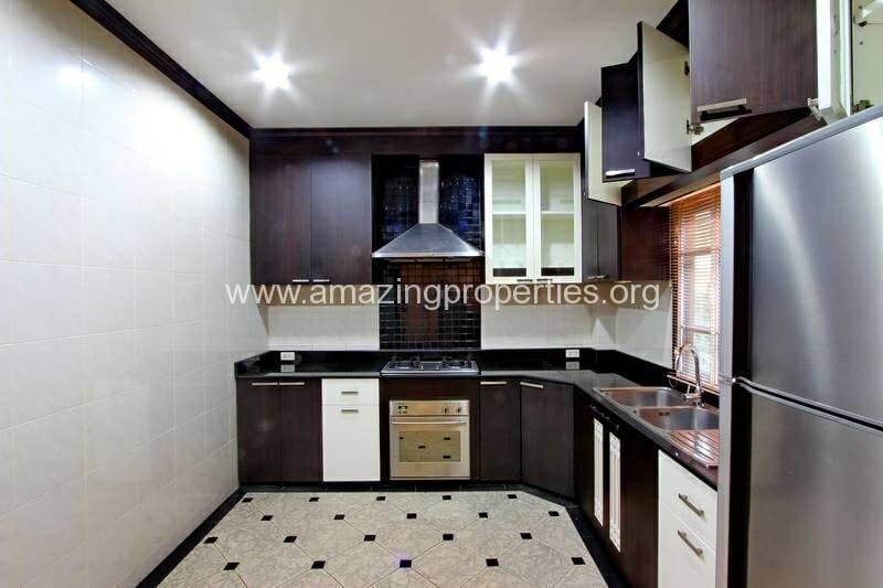 4 Bedroom House Ekkamai-2