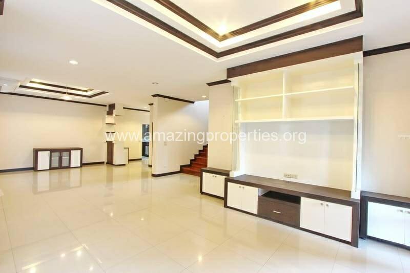 4 Bedroom House Ekkamai-5